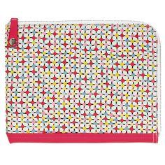 Pochette tablette tactile signée #Tove Johansson, designer textile suédoise installée à Paris. On aime l'imprimé graphique et les couleurs gaies <3 #cadeau #femme #bonjourbibiche