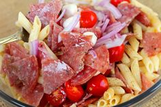 A wonderful appetizer or side pasta salad with salami topped with an easy homemade balsamic vinaigrette. Italian Salad Recipes, Side Salad Recipes, Chopped Salad Recipes, Spinach Salad Recipes, Vegetarian Salad Recipes, Green Salad Recipes, Salad Recipes For Dinner, Summer Salad Recipes, Easy Pasta Recipes