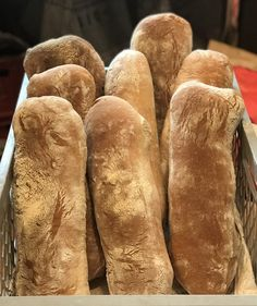 Ciabattabrot / Focacciabrot - Breadbull - posted by www. Hot Dog Buns, Hot Dogs, Bread Rolls, Bread Baking, Food, Play Dough, Baking, Rolls, Meals
