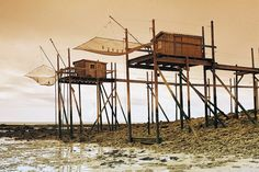 Carrelets en Charentes Maritimes carrelet = little house on French Atlantic Ocean coast to fish. Architecture Design, Vernacular Architecture, Tiny House Hotel, Cap Ferret, Timber Structure, Yellow Houses, Small House Plans, Land Scape, Atlantic Ocean