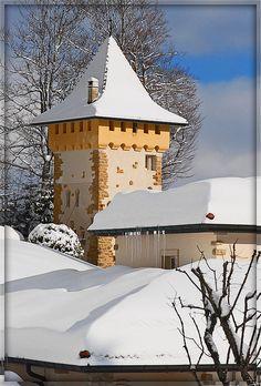 Winter in La Chaux-de-Fonds Schweiz: Der Wachturm. Places In Switzerland, Swiss Switzerland, Wonderful Places, Beautiful Places, Swiss Travel, Swiss Alps, Central Europe, Winter Scenes, World Heritage Sites