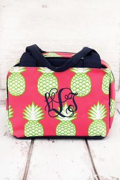 Carry your lunch in style with this bowler style insulated lunch bag. Pineapple of My Eye Insulated Bowler Style Lunch Bag #monogram #lunchbag #backtoschool
