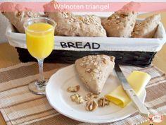 Walnoten triangel Camembert Cheese, Dairy, Bread, Food, Meals, Breads, Bakeries, Yemek, Patisserie