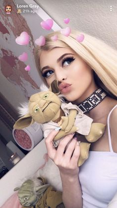 met my bf🖤 Loren Gray Snapchat, Gray Instagram, Forever Girl, Celebs, Celebrities, Girl Photography, Pretty People, Cute Girls, Marie