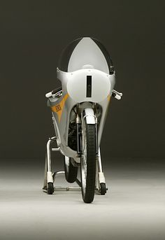 Honda Rc116 Engine   With a weight of only 110 pounds, the RC116 was minimalism in motion ...