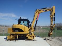 2009 Cat CR w/Rail Gear Excavator Cab with A/C Mitsubishi diesel stick NMC Railway System Rail Gear Dymax Tie Inserter/Grapple lbs Hour/Mile Meter: 719 Price: contact Location: Midwest Equipment For Sale, Heavy Equipment, Work Train, Rail Car, Train Pictures, Heavy Machinery, Model Trains, Caterpillar, Locomotive