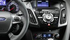 Sin tener que soltar el volante MyFord Touch te da el control. Podrás realizar llamadas, escuchar mensajes de texto y poner tu música favorita. Ford Focus, Control, Racing Wheel, Tools, Oil, Drive Way, Eyes, Messages