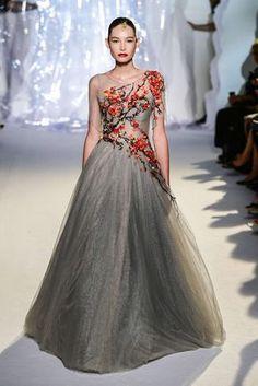 Laurence Xu Fall-Winter 2017 Paris Haute Couture Catwalks Beautiful Gowns, Beautiful Outfits, Couture Fashion, Runway Fashion, Non Plus Ultra, Fantasy Dress, Dream Dress, Pretty Dresses, Dress To Impress