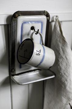 Enamel_Wash_Cup_Hanger3.jpg