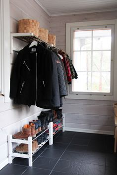 ELÄMÄNI KOTI: JÄRJESTYSTÄ ETEISEEN Mudroom, Wardrobe Rack, House, Furniture, Home Decor, Scandinavian Design, Decoration Home, Home, Room Decor
