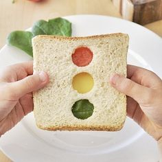 Switch your child's same-old sandwich with this cool stoplight sandwich! It's sure to bring a smile, and it's super healthy!...but if you have a teen driver....how perfect!