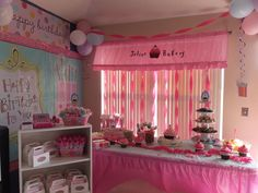 Love the cupcakes. Pinkalicious party idea #pinkalicious #party