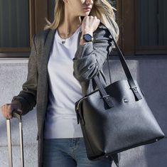In dieser grossen Business-Tragetasche bringen Sie alles unter, was Sie an hektischen Arbeitstagen brauchen. Bucket Bag, Bags, Fashion, Carry Bag, Handbags, Moda, Fashion Styles, Pouch Bag, Taschen