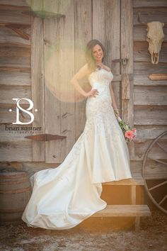 Bride's portrait session before the wedding in a vintage country setting