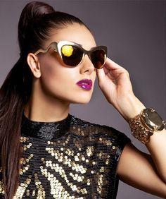 A fotókat Almási J. Csaba készítette,  smink és haj: Gáspár Viki,  styling: Parádi Gabriella,  modell: Kulcsár Edina. Cat Eye Sunglasses, Sunglasses Women, Editorial, Ford, Glitter, Style, Fashion, Swag, Moda