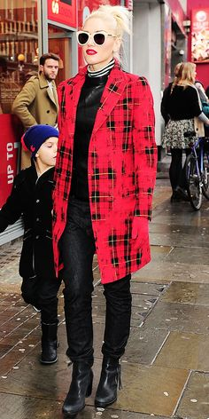 In London, Stefani got around in a plaid jacket, neutral shades, skinny jeans and leather booties.