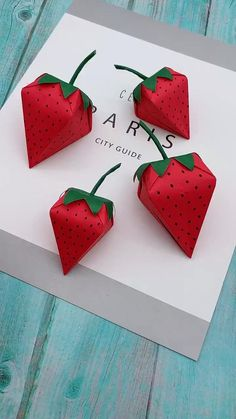 gift to make Strawberry Gift Box DIY - Paper Gift Box - Easy Paper Box Shaped Strawberries Paper Flowers Craft, Paper Crafts Origami, Paper Crafts For Kids, Diy Paper, Paper Art, Origami Flowers, Diy Gifts Out Of Paper, Diy Projects Paper, Craft With Paper