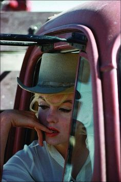 Marilyn Monroe on the set of 'The Misfits, 1961. Photo by Eve Arnold.