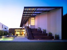 Yin-Yang House in Venice Beach, California by Brooks + Scarpa. Click to go inside.