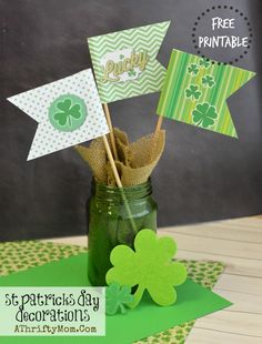 St Patricks Day  FREE PRINTABE flags for easy St Pattys Day Decorations, Easy DIY Shamrock Craft for kids, St. Patty's day craft idea, DIY, Kids, School party Idea