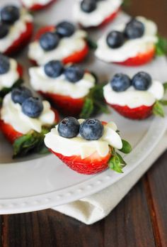 Red White Blue Strawberry Cheesecake Bites | Whip up a platter full of red, white, & blue Strawberry Cheesecake Bites for an easy 4th of July ... or any time ... treat. /traceyp3103/