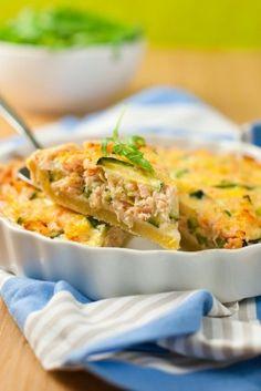 """750g vous propose la recette """"Quiche au saumon et St Môret"""" notée 4.1/5 par 69 votants."""