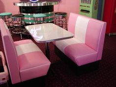The cruiser diner booth set is one of our custom designed diner booths. These are perfect for any restaurant, diner, kitchen, or game room. 1950 Diner, Vintage Diner, Retro Diner, Vintage Kitchen, Bankette Seating, Diner Booth, Diner Aesthetic, Diner Decor, Retro Table