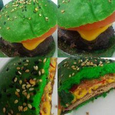 A Hot Green! 200g de carne com cheddar, Geléia de Tabasco Verde e tomate no pão de pimenta verde. #tabasco #pimentaverde #apimentado #loveburger #Aburger #❤🍔 #saborespecial #foodoftheday