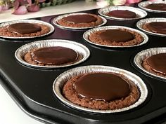Kladdkakemuffins med krämig chokladfyllning är min... Gluten Free Cakes, Fika, Chocolate Fondue, Fodmap, Lchf, Muffins, Sweet Treats, Goodies, Yummy Food