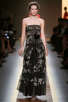 Valentino Spring 2012: Strapless tulle with floarl applique.  #Dress #Gown #Valentino #Spring_2012