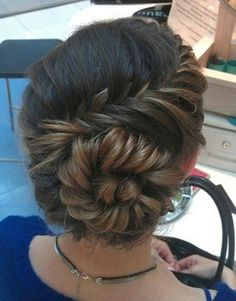 A few ideas of beautiful hairstyles for weddings, proms and other oh-so-special occasions. Critiques of some good and some bad.