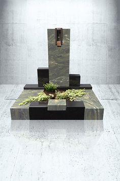 Für eine Urnengrabanlage stehen euch viele Möglichkeiten offen. Die Sandstrahltechnik steht in ihrer Licht- und Schattenwirkung keinesfalls einer vollplastischen Arbeit nach. Mit unserer Grabanlage schafft ihr das perfekte Denkmal für eure Verstorbenen. Um euch einen Überblick über die vielen verschiedenen Möglichkeiten zu schaffen, könnt ihr euer individuelles Denkmal mit unserem 3D Konfigurator bequem zu Hause gestalten. Picasso, Vase, 3d, Beauty, Home Decor, Natural Stones, Beleza, Homemade Home Decor, Flower Vases