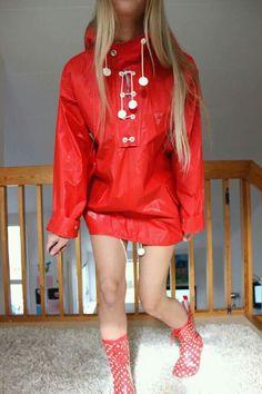 Helly Hansen regnanoakk Faux Leather Skirt, Leather Jacket, Girl In Rain, Vynil, Wellies Rain Boots, Rubber Raincoats, Pvc Raincoat, Rain Gear, Latex Girls
