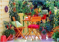 Decorate a small balcony with interesting furnishings, colorful patio furniture and plants. We give you some creative small balcony design ideas with tips Balcony Design, Garden Design, Garden Web, Balcony Ideas, Ideas Terraza, Gazebos, Pot Jardin, Balcony Plants, Balcony Gardening