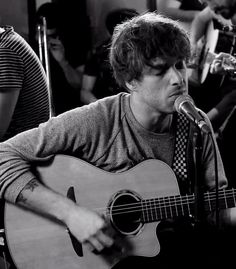 "Click for video: Paolo Nutini performing ""Better Man"" (Backstage-Session in Paris) - Absolutely love this!"