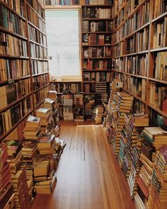 Forever Lost in Literature Dream Library, Library Books, Books To Read, My Books, Home Libraries, Book Aesthetic, Shelfie, Reading Room, Book Nooks