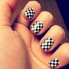 Product Review of Sally Hansen Nail Polish Strips. #nails #nailpolish