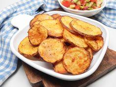 Oven-Baked Potato Slices Baked Potato Slices, Baked Potato Oven, Sliced Potatoes, Oven Baked, Baked Potatoes, Scallop Potatoes, Cheesy Potatoes, Yummy Snacks, Snack Recipes