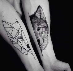 Tatouage femme Loup Noir et gris sur Bras