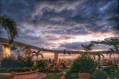 Sky Garden Lounge & Resto dikala sore hari