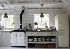 "Home: Eleven Kitchen Inspirations (""The Oyster Catcher:"" Hooked on Houses) Unfitted Kitchen, Aga Kitchen, Country Kitchen, Kitchen Dining, Kitchen Decor, Design Kitchen, Kitchen Black, French Kitchen, Kitchen Shelves"