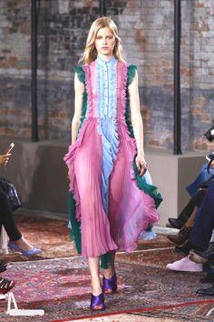 Gucci - Pre Spring 2016 - Shows - Vogue. Fashion Week, Look Fashion, Runway Fashion, High Fashion, Fashion Show, Womens Fashion, Fashion Trends, Fashion Fashion, Vogue