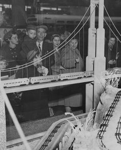 1952 Shoppers check out model trains in a Christmas window display downtown St. Christmas Train, Christmas Scenes, Vintage Christmas, St Louis, Christmas Village Display, Christmas Decorations, Photo Window, Model Train Layouts, Model Trains