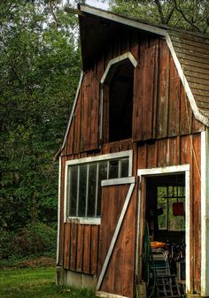I would love to have this beautiful Old Barn complete with farm animals!