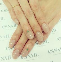 Esnail wedding manicure.