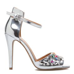 Reminds me of Sex in the City! A Carrie Bradshaw vibe. These metallic sandals will jazz up any outfit!