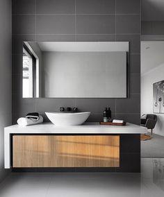 Shocking Small Bathroom Remodel Black Ideas – New Ideas – Diy Bathroom Remodel İdeas Diy Bathroom Remodel, Bathroom Spa, Shower Remodel, Grey Bathrooms, Pedestal Sink Bathroom, Small Bathroom, Vanity Bathroom, Master Bathroom, Bathroom Black