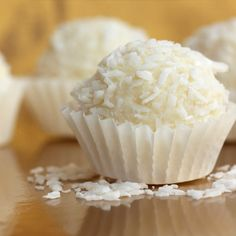 A delicious white chocolate truffle recipe garnished with sweet flecks of coconut. Snowball White Chocolate Coconut Truffle Recipe from Grandmothers Kitchen. Köstliche Desserts, Delicious Desserts, Dessert Recipes, Holiday Baking, Christmas Baking, Candy Recipes, Sweet Recipes, Yummy Treats, Sweet Treats
