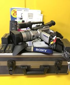 Sony DCR-VX2000 Digital Handy Camcorder Video Camera Japan - Great Condition
