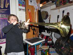 Maxence à la trompette héraldique.